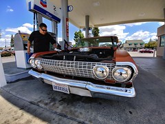 Jose: 1963 Chevrolet Impala (RZ68) Tags: 1963 chevrolet chevy 63 car impala low rider chrome custom jose santa rosa california sonoma county gas station pump sunglasses cool cleaning wiping his awesome ride lg g6 cameraphone smartphone wide angle classic vintage old chevron