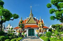 Wat Arun Temple, Bangkok (gerard eder) Tags: world travel reise viajes asia southeastasia thailand bangkok tropical temple templos tempel wat watarun yakshas city ciudades cityscape cityview städte stadtlandschaft outdoor