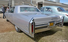 1966 Cadillac Fleetwood Sixty-Special 4-door Sedan (pontfire) Tags: 1966 cadillac fleetwood sixtyspecial 4door sedan 60 americancars americanluxurycars classiccars oldcars antiquecars luxurycars carsofexception voitureaméricaine voitureancienne vieillevoiture automobiledecollection automobiledeluxe cad caddy car cars auto autos automobili automobile automobiles voiture voitures coche coches carro carros wagen pontfire france cadillacfleetwoodsixtyspecial worldcars
