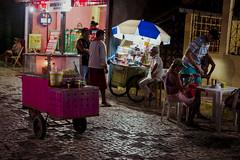 bate papo/chat (Raoni Coriolano) Tags: 2016 canoaquebrada viagem trip tripper street rua fotografiaderua streetphotography noite night nite pessoas people raonicoriolano ceará broadway aracati pipoca popcorn