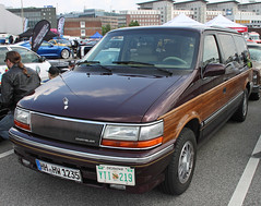 Town & Country (Schwanzus_Longus) Tags: street mag show hamburg german germany us usa america american old classic vintage car vehicle minivan chrysler town country