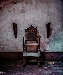 Juego de tronas (Perurena) Tags: trona silla chair niños kids habitacion room abandono decay suciedad dirty mueble furniture luz light sombras shadows mansión urbex urbanexplore