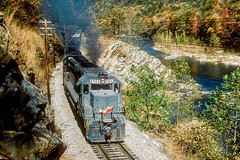 CSX 8965-8968-8156-8143-520  R696 10-26-89  Nolichuckie River Gorge, T.N. (1 of 1) (Vince Hammel Jr) Tags: railroad scanned trains