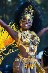 Deusa Dourada (Jachdeja) Tags: goddess gold samba passista brasil oakland carnival mosswoodpark mulher maravilhosa golden smile dancer sonrisa sorriso sourir jachdeja ca