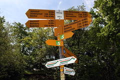Wanderkreuz Hinteregg (uwelino) Tags: jura switzerland schweiz swiss suisse swisstravel swisstravelspectacular kanton bern wolfisberg hinteregg 2017 europa europe wegweiser
