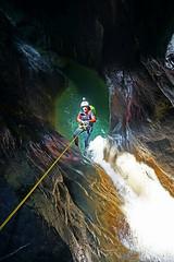 Iluminado (jaecheve) Tags: gloces huesca aragon españa spain pirineo pirineos pyrenees barranquismo canyoning cascada waterfall rapel