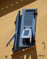 Façade à Calvi (chrisdescimes) Tags: fenêtre façade bleu volet