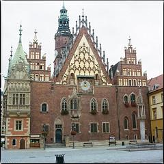 Wrocław XLIV (__Daniele__) Tags: wrocław breslau polen polska pologne ratusz town hall polonia poland silesia analogue analog film hasselblad 500cm 80mm planar 6x6 120 medium format sredni mittelformat kodak portra 400 c41