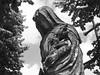La dame du cimetière (François Tomasi) Tags: cimetière vierge dame sculpture tours monochrome noiretblanc blackandwhite françoistomasi indreetloire villedetours yahoo google flickr pointdevue pointofview pov photo photography photographie photoshop reflex nikon lights light marie france europe juin 2017 religion touraine pierre