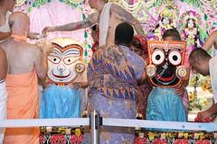 Snana Yatra 2017 - ISKCON-London Radha-Krishna Temple, Soho Street - 04/06/2017 - IMG_2936 (DavidC Photography 2) Tags: 10 soho street london w1d 3dl iskconlondon radhakrishna radha krishna temple hare harekrishna krsna mandir england uk iskcon internationalsocietyforkrishnaconsciousness international society for consciousness snana yatra abhishek bathe deity deities srisri sri lord jagannath baladeva subhadra 4 4th june summer 2017