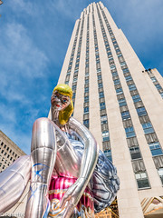 Seated Ballerina in front of Rockefeller Center in New York (patuffel) Tags: seated ballerina rockefeller center new york jeff koons art installation usa city rock