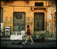 Tinto (Julien Cha.) Tags: streetphotography colombia colombie santamarta cartagena tinto streetofcolombia street yellow