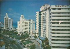 ** Miami Beach (Fla) USA ** - 4 (Impatience_1 (peu...ou moins présente...)) Tags: architecture arbre tree rue street miamibeach floride florida usa saxony robertritcher versailles hôtel hotel cartepostale postcard 1961 numérisée scanned impatience