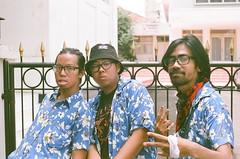 (rndyrenaldy) Tags: bandung indonesia analog analogphotography 35mm olympus olympusom1n people food fujicolor fujifilm fuji superiaxtra400 superia superiaxtra fujicolorsuperiaxtra400