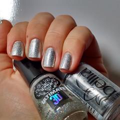 Brilho Brilhoso... (Raíssa Assis) Tags: glitter esmalte brilho nais instanail manicure unhadodia prata nailoftheday silver notd nail unhas