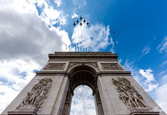 thunderbird over Paris (brenac photography) Tags: brenac brenacphotography d810 france nikon nikond810 wow paris8earrondissement îledefrance fr thunderbirds plate sky architecture