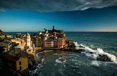 Vernazza (raimundl79) Tags: wow water thebestwaterscapes explore exploreme entdecken tamron2470mm travel image instagram italia italien city cloud clouds cinqueterrelove cinqueterre photographie panorama perspective photoshop urlaub myexplorer landschaft landscape lightroom lichtspiel nikond800 nikon new digital weather 7dwf ligurien meer mittelmeer sea ocean sunset sonnenuntergang 5terre