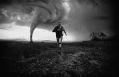 RUN (E4design) Tags: run edinhoe4 instagram olhares storm pretoebranco branco preto turismo araçariguama