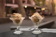 Duo de placeres de verano (Nathalie Le Bris) Tags: icecream helado bokeh sunset macrodesserts