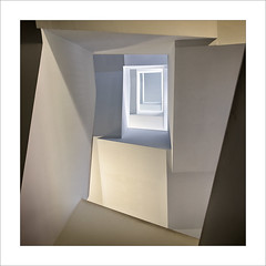 El buit de l'escala III/ The stairwell III. (ximo rosell) Tags: ximorosell color composició arquitectura architecture abstract abstracció squares stairs nikon d750 llum luz light