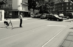new rules (Bernhardt Franz) Tags: traffic rules rule norm custom regel habit canon bicycle privatpolizist verkehrsregelung street cars irritation happening kreisverkehr fusgängerweg walkway footway geschwindigkeit speed pace rate rasen hektik gelassenheit hecticness stop anhalten