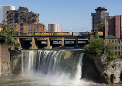 Q090 - High Falls - Rochester (ConnorShortPhotography) Tags: salad shooter express train union pacific ace sd70ace emd up csx rochester subdivision high falls sunset trains railfan railroad ny new york