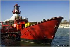 Le Batofar sur la Seine - Paris. (gerard21081948) Tags: paris france iledefrance seine bateau batofar salle spectacle rouge fleuve rivière eau quai