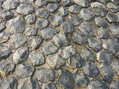 Basaltbuhnenpflaster (Jörg Paul Kaspari) Tags: baltrum sommer 2017 basalt buhne küste naturstein küstenschutz scholle schollen pflaster basaltbuhnenpflaster pave