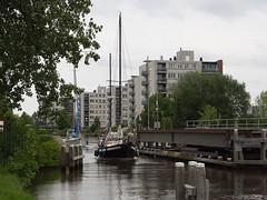 Reitdiep spoorbrug (Jeroen Hillenga) Tags: reitdiep bootje bridge brug groningen netherlands nederland bootjevaren varen paddepoel
