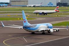 PH-TFC + G-EUYH (Antonio Doblado) Tags: schiphol phtfc boeing b737 737 tuinetherlands tui arke 10jaar geuyh airbus a320 320 british