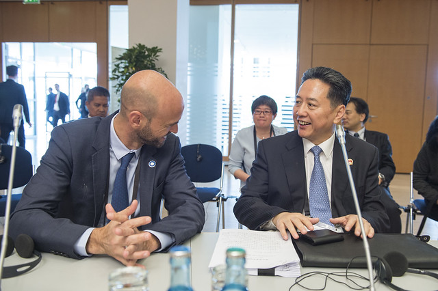 Ministers Guillermo Dietrich and Xiaopeng Li share a moment before discussions