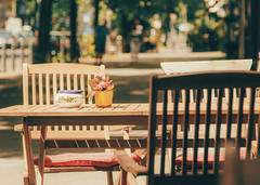 Street cafe (V Photography and Art) Tags: cafe outdoors outside street cafeculture alfresco dof depthoffield bokeh city trees light naturallight backlit wideaperture tables chairs flowerpot berlin