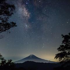 Milky Way on top of Fuji