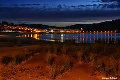 Anochecer sobre Plentzia. (Howard P. Kepa) Tags: paisvasco euskadi bizkaia plentzia marcantabrico playa atardecer dunas luces reflejos vegetacion arena gorliz