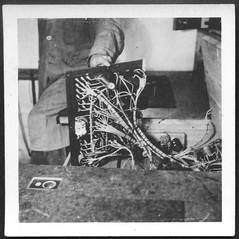 Archiv M765 Technik, 1930er (Hans-Michael Tappen) Tags: archivhansmichaeltappen elektrik kabel verknüpfungen drähte 1930s 1930er schaltung kinogeschichte filmgeschichte technik technikgeschichte elektrotechnik
