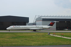 DeltaN965DL-MD88-TaxiATL-May2017 (formulanone) Tags: delta deltaairlines atlanta atl katl n965dl md88 mcdonnelldouglas fnflown plane jet aircraft airplane