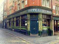 Bee Hive Hotel, Newcastle (Tony Worrall) Tags: newcastle newcastleupontyne geordie northeast north british britain scene uk place visit tour tyneandwear town city location england tyne east tyneside metropolitan county country region state unitedkingdom capture outside outdoors caught photo shoot shot picture captured urban pub publichouse boozer inn bar