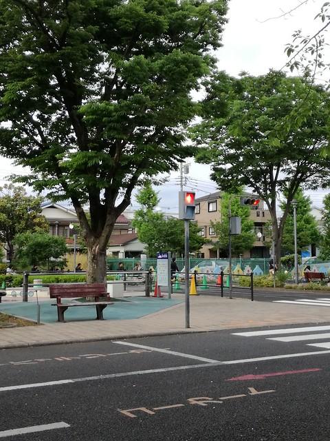 公道で危険と隣り合わせで覚えるより 安全な交通公園で交通ルールの勉強を|北鹿浜公園