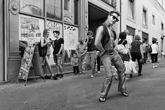 Ballerino di strada (carlo tardani) Tags: pistoia toscana viadegliorafi ballerinodistrada bw b bianconero blackandwhitephotos nikond4s bestportraitsaoi
