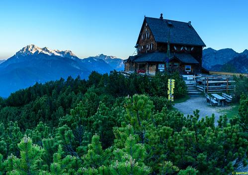 Wiechenthaler Hütte at sunrise