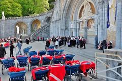 Lourdes (thierry llansades) Tags: lourdes pyrenées pyrénées pyrenees pireneu tarbes louedios rando pelerinage pelerinages pelerin pelerins gave pau chretien catholique basilique cathedrale
