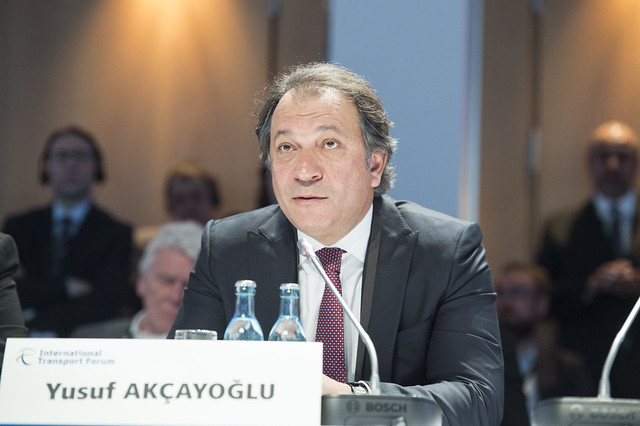 Yusuf Akcayoglu taking part in the discussion