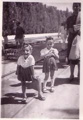 (Ferencdiak) Tags: hungary railway girls travel kislányok vasút állomás gyerekek kiskocsi emberek