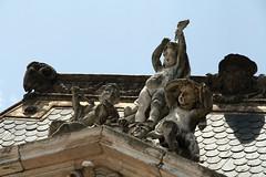 Querubim (H&T PhotoWalks) Tags: querubim cherub praçadosrestauradores lisboa lisbon portugal statue canoneos400d sigma18250 paláciofoz