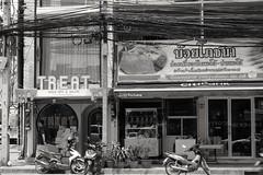 Treat Yourself (jcbkk1956) Tags: fuji xt1 pentax 50mmf17 manualfocus mono blackwhite street thailand thonglo treat beauty salon restaurant duck thai spa nails worldtrekker