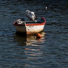 Waiting (Francisco (PortoPortugal)) Tags: 1312017 fol8792 barco boat esperando waiting riodouro douroriver porto portugal portografiaassociaçãofotográficadoporto franciscooliveira