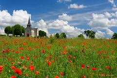 petit Church (www.petje-fotografie.nl) Tags: kerk meivakantie boussac creusenatureffn frankrijk wolken lucht klaproosjes