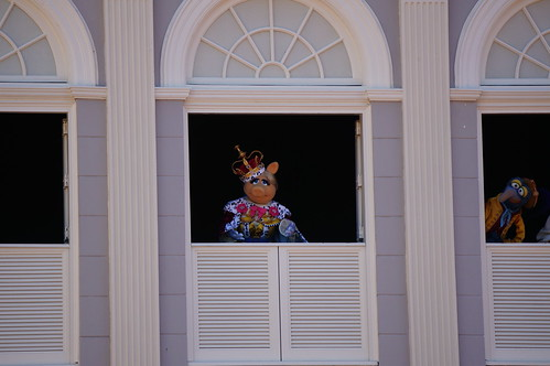 "Walt Disney World: Miss Piggy • <a style=""font-size:0.8em;"" href=""http://www.flickr.com/photos/28558260@N04/33907959094/"" target=""_blank"">View on Flickr</a>"