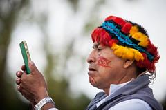 Tradition et modernité (@fabienpaillot (Twitter)) Tags: chaman chamanisme charente indien canon canon5d amazonie ngc