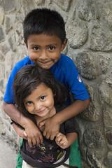 Brother and sister, Panajachel, Guatemala (klauslang99) Tags: klauslang streetphotography children brother sister ciry portrait